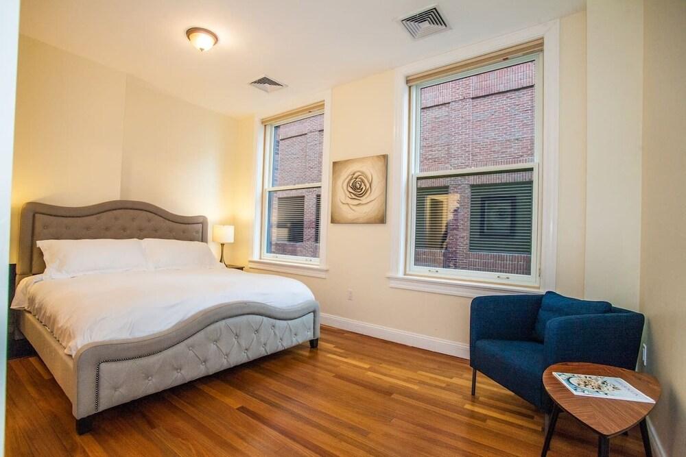 Luxe Condo Back Bay Boston 3 Bedrooms & 2 Baths