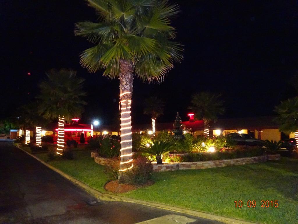 Gallery image of Deluxe Inn