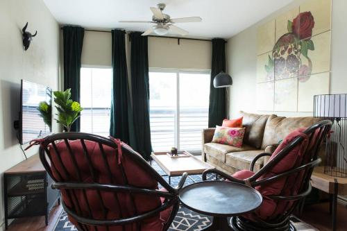 4BR Central Austin Apartments by WanderJaunt