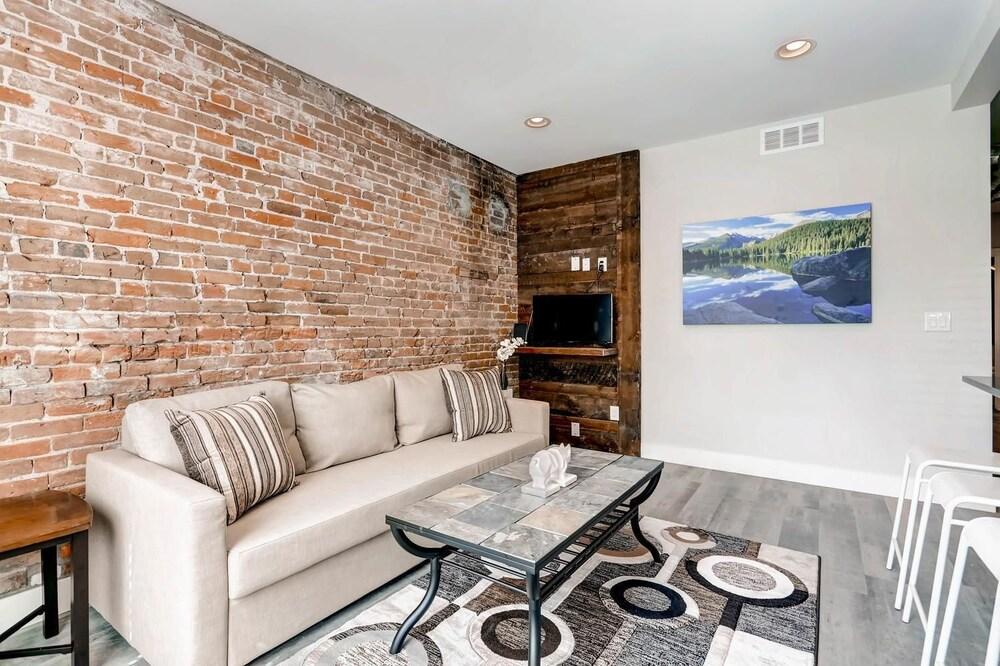 D030 2 Bedroom Apartment By Senstay