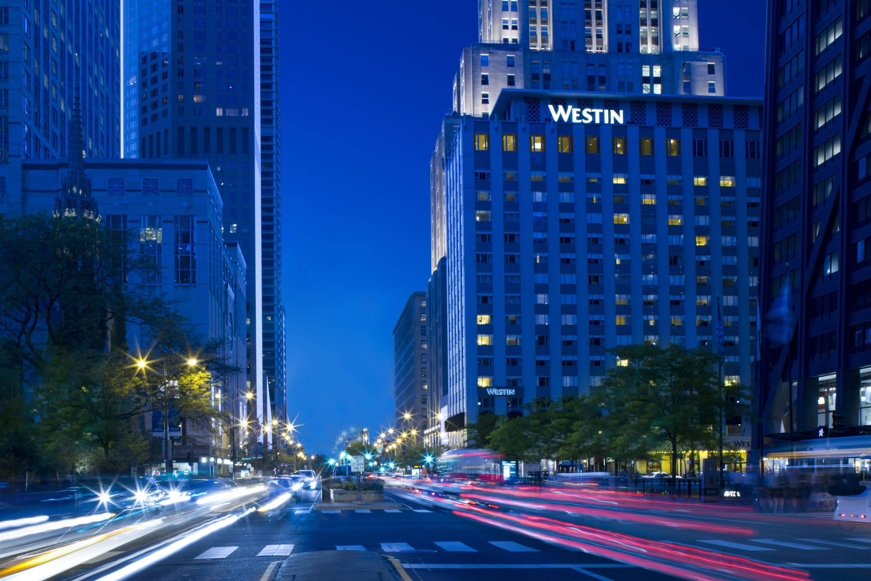 on chicago michigan avenue hotels map