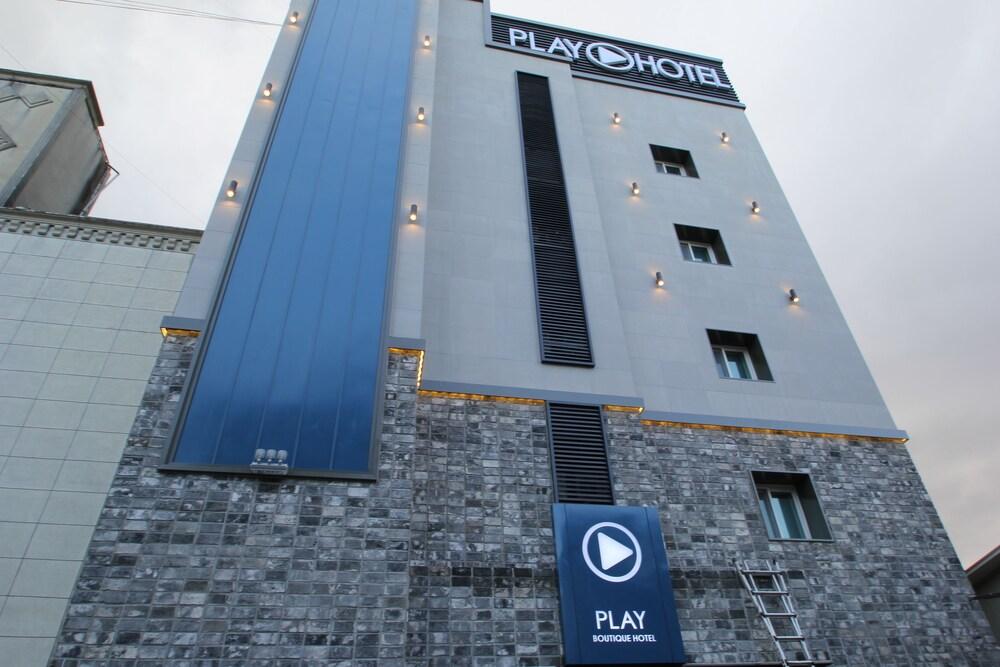 Play Hotel
