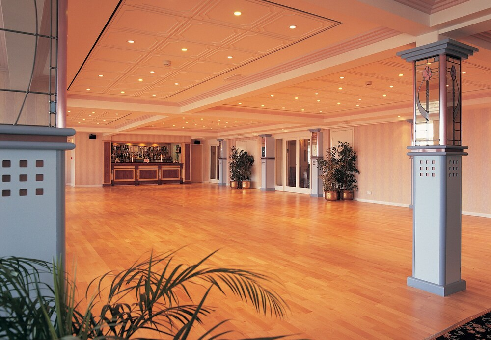 Gallery image of TLH Carlton Hotel
