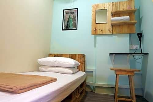 DE'NAI The Backpacker's Residence