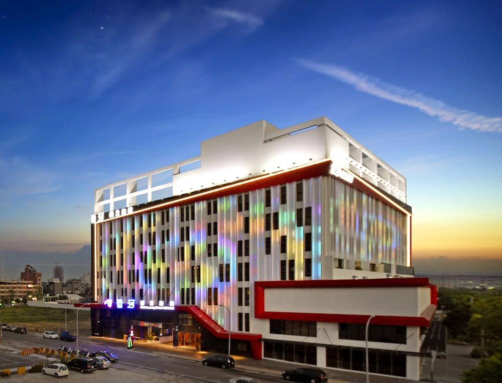 Uher Luxury Resort and Hotel