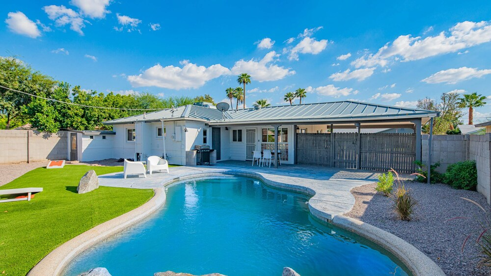 Stylish 3BR Home Pool by WanderJaunt