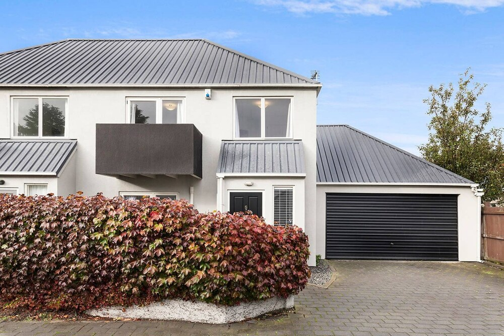 Awesome Central Christchurch Townhouse