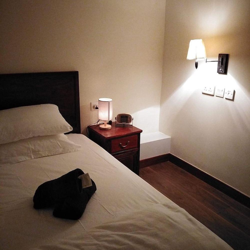 Claire Hotel