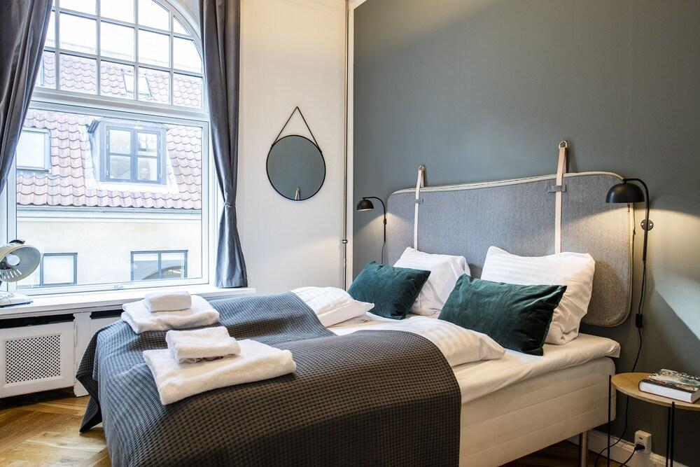 Central 4 bedroom apt. for big groups