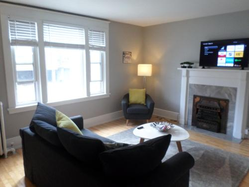 Beautiful Clean Quiet 2 BR In Downtown Ottawa. Parking WIFI and Netflix Included