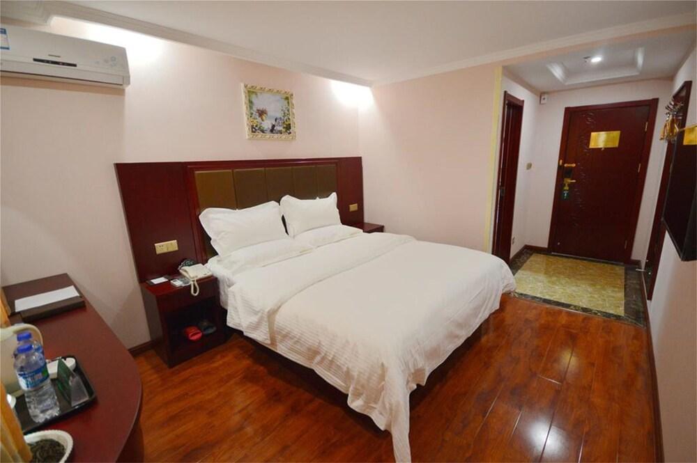Gallery image of GreenTree Inn Wuxi Qingyang Road Express Hotel