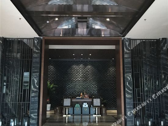 Jinghuquan Business Hotel