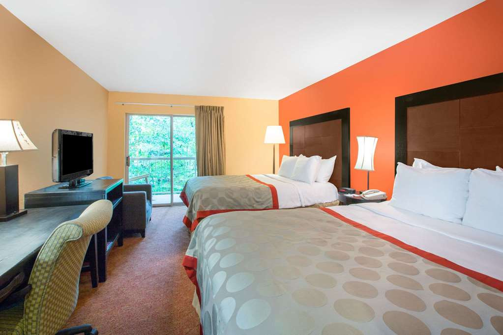 Gallery image of Ramada by Wyndham Maggie Valley