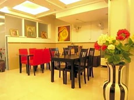 Gallery image of Gold Lion Hotel