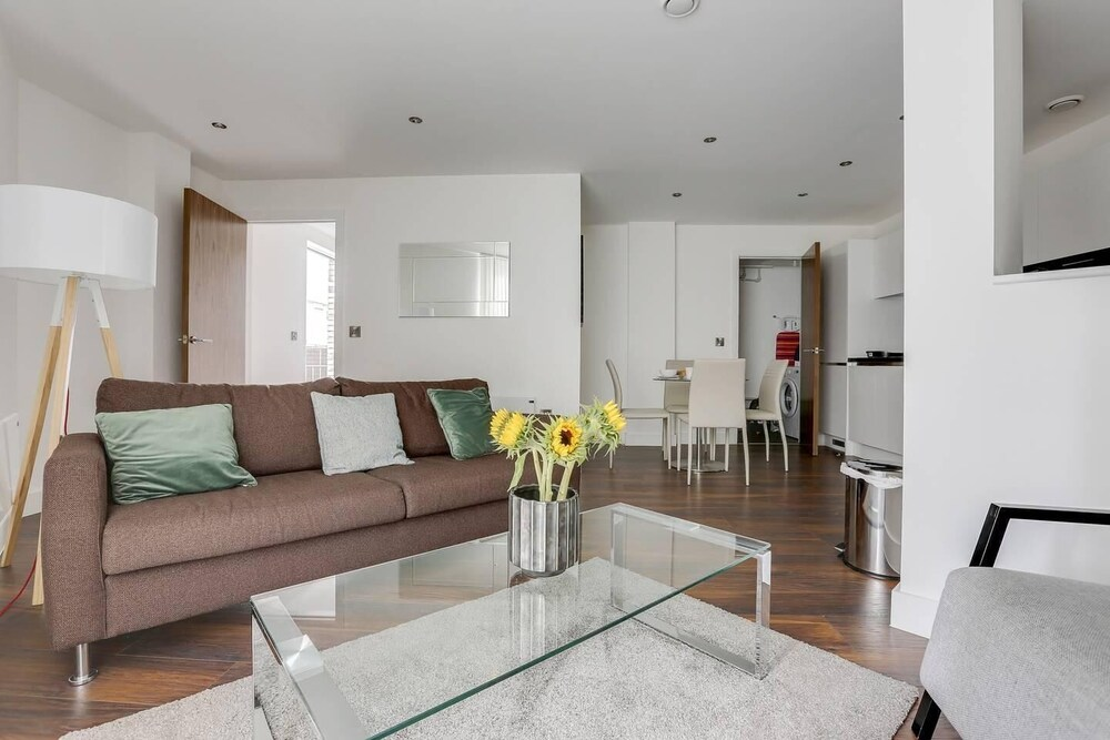 Modern 2br Townhouse With Private Terrace