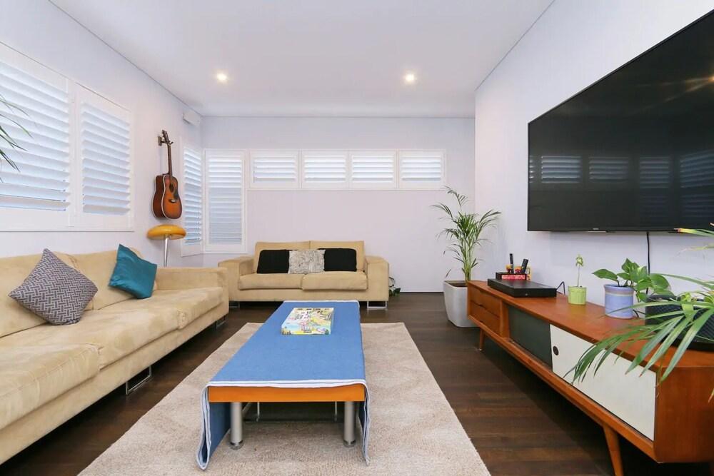 Luxury 4 bedroom House Mount Lawley