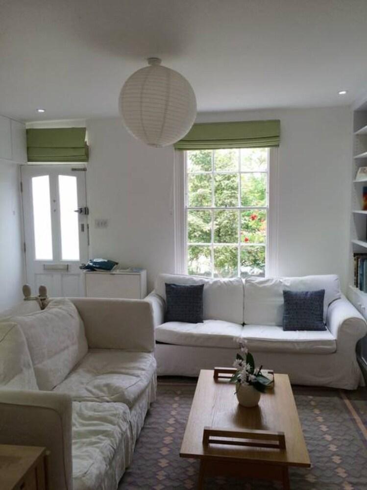 Bright 3 Bedroom Home Near Cowley Road