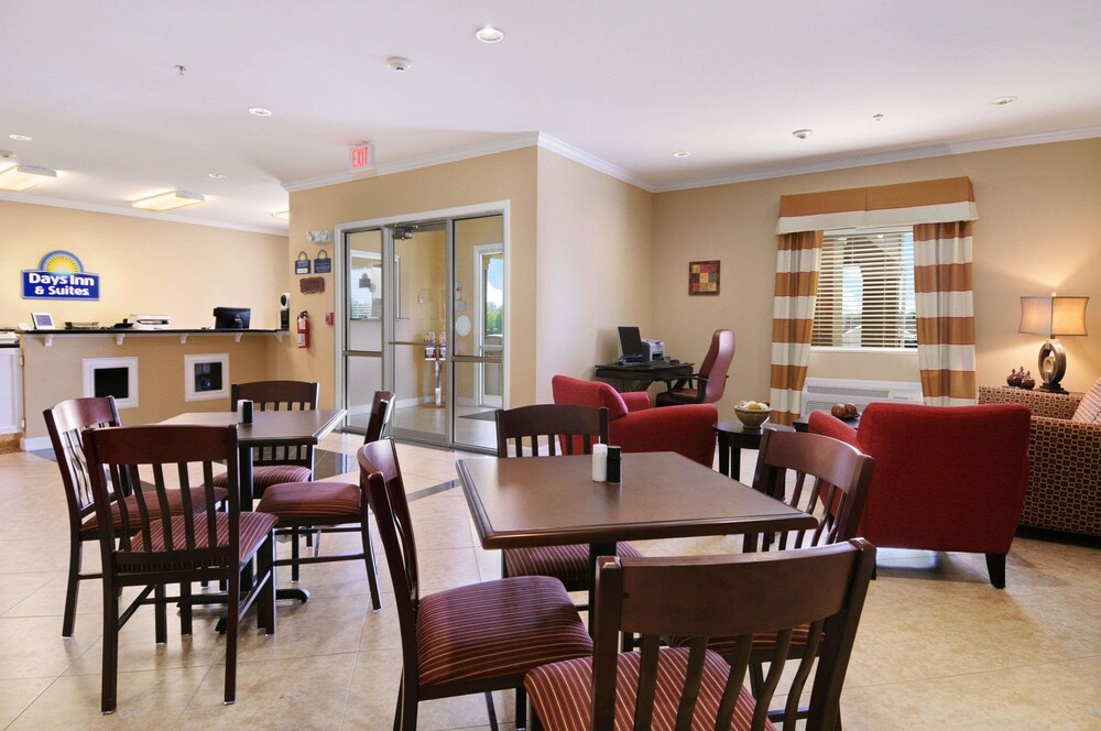 Gallery image of Days Inn & Suites by Wyndham Cabot