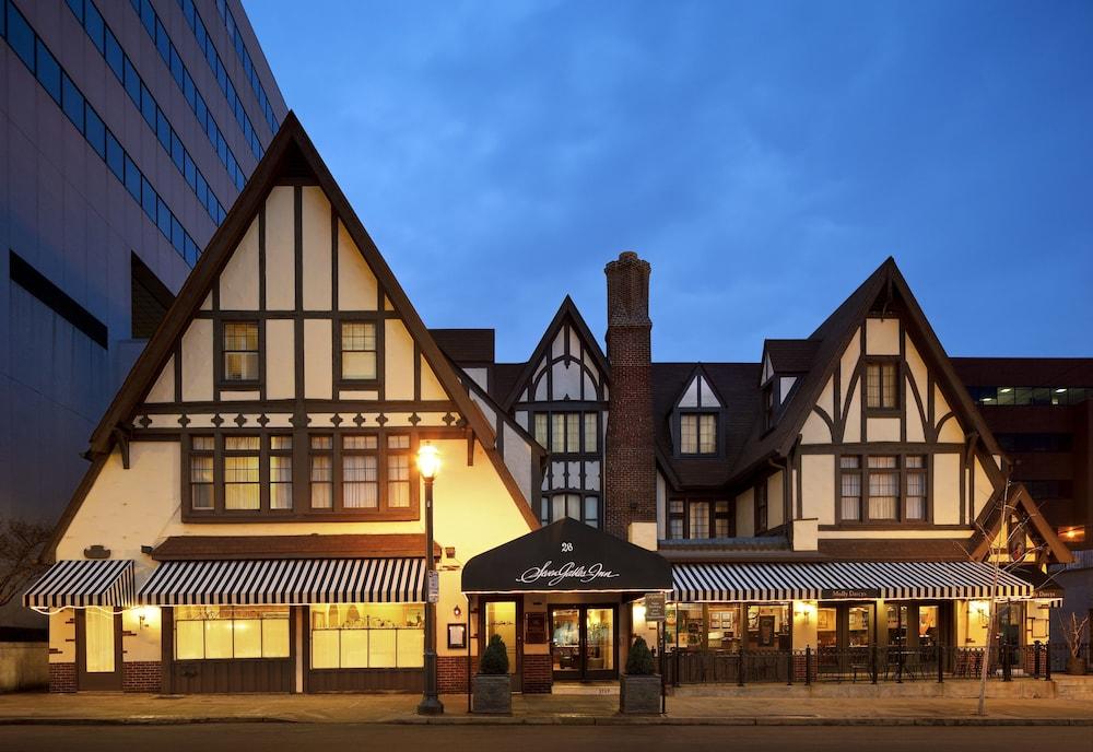 Seven Gables Inn