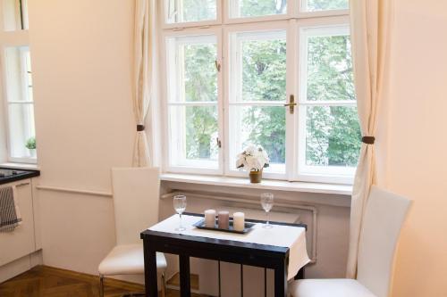 Checkvienna Apartment Mollardgasse (چکوینا آپارتمان مولاردگاس) Hotel Description