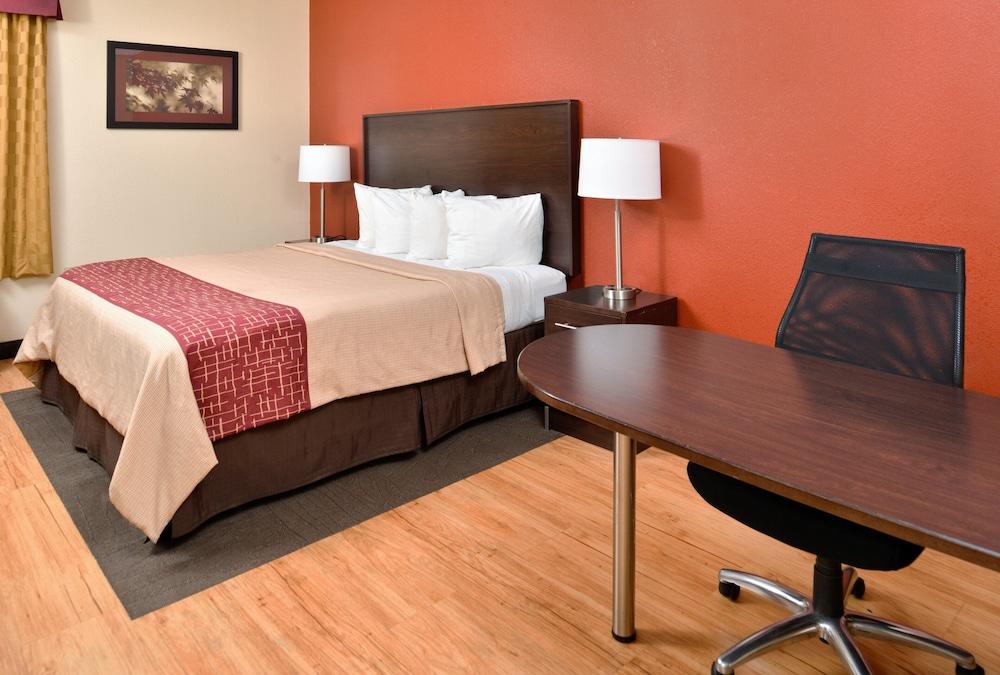 Gallery image of Red Roof Inn & Suites Columbus West Broad