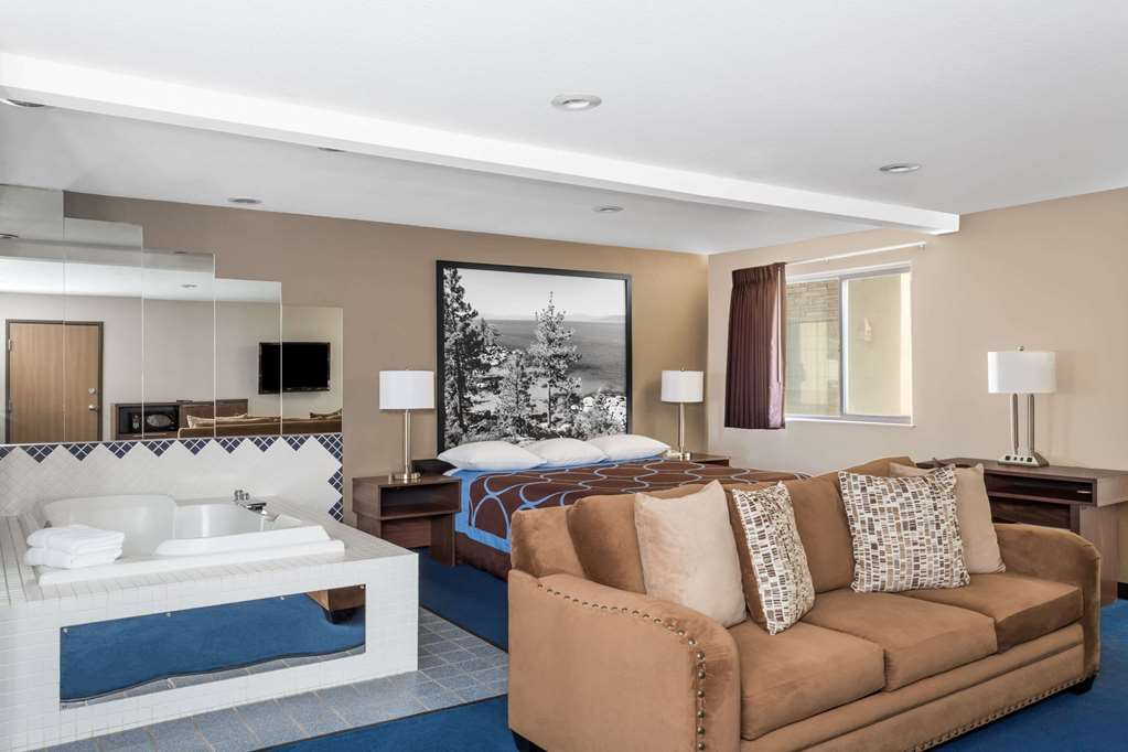 Gallery image of Super 8 by Wyndham Sparks Reno Area