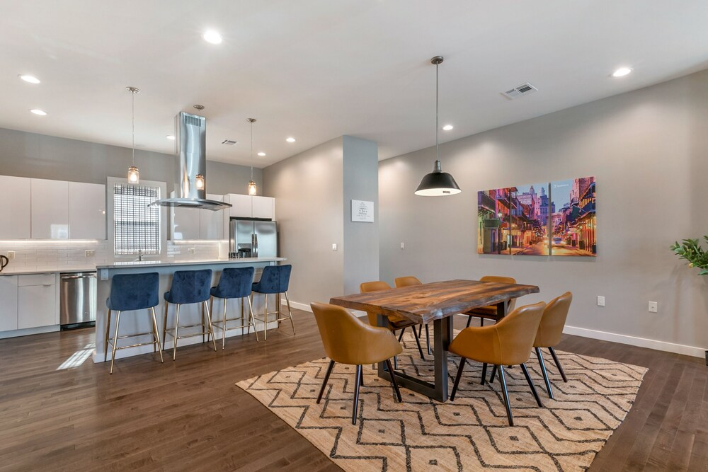 4BR Lux Townhome near Lafitte Greenway