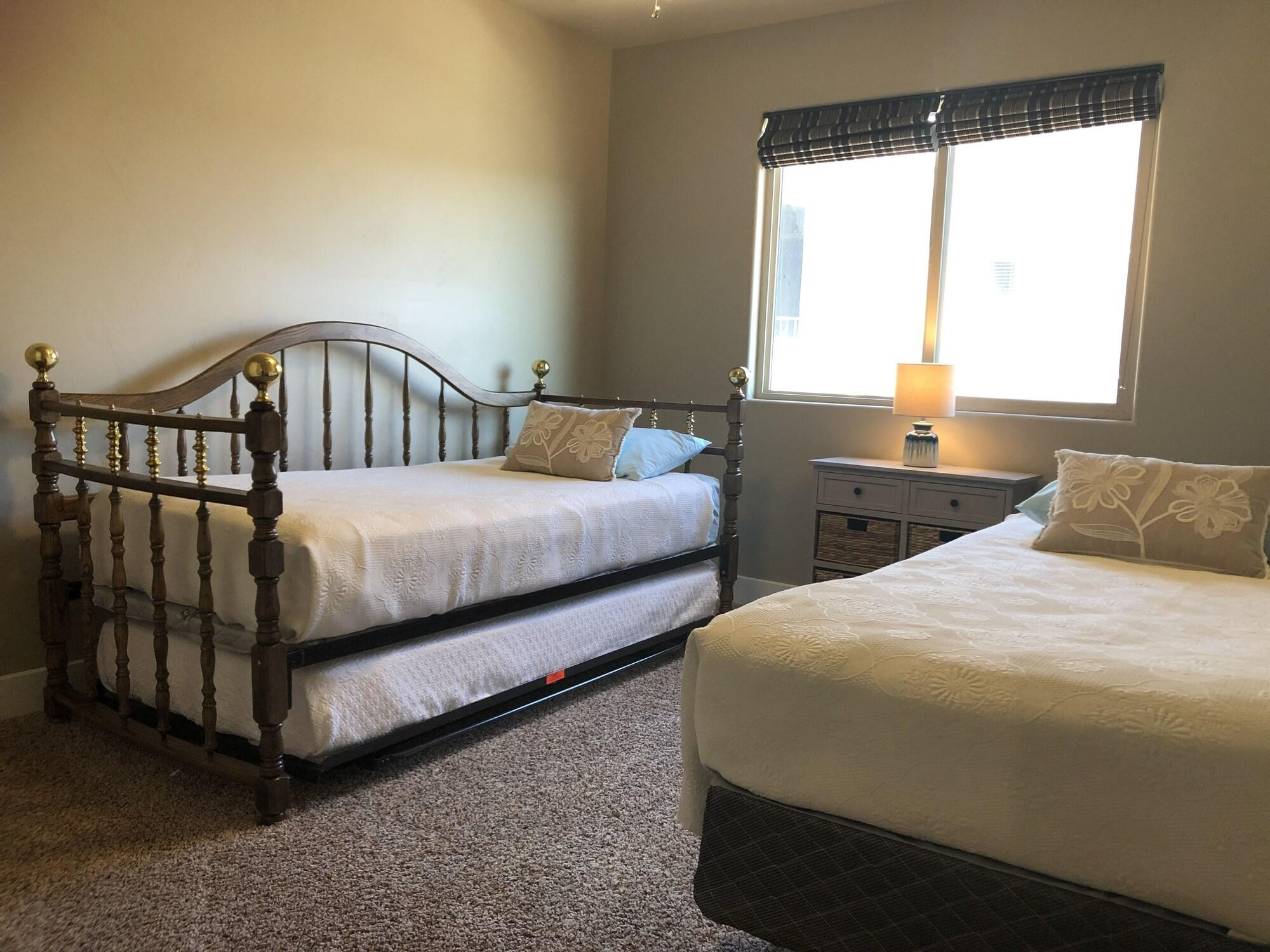 Canyonlands At Coral Ridge 4 Bedroom Apts