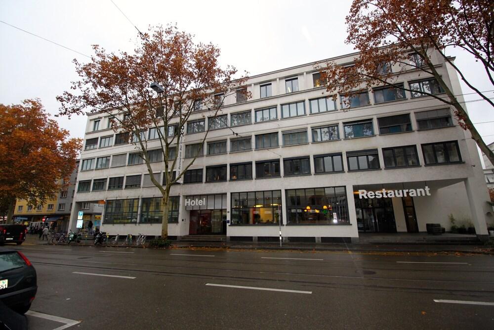 Xtra Hotel