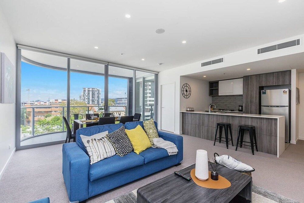 Luxury 2 Bed APT in South Brisbane Free Parking Qsb058