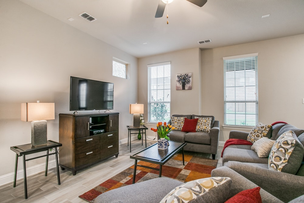 Beautiful furnished 3 bedroom Allen Home