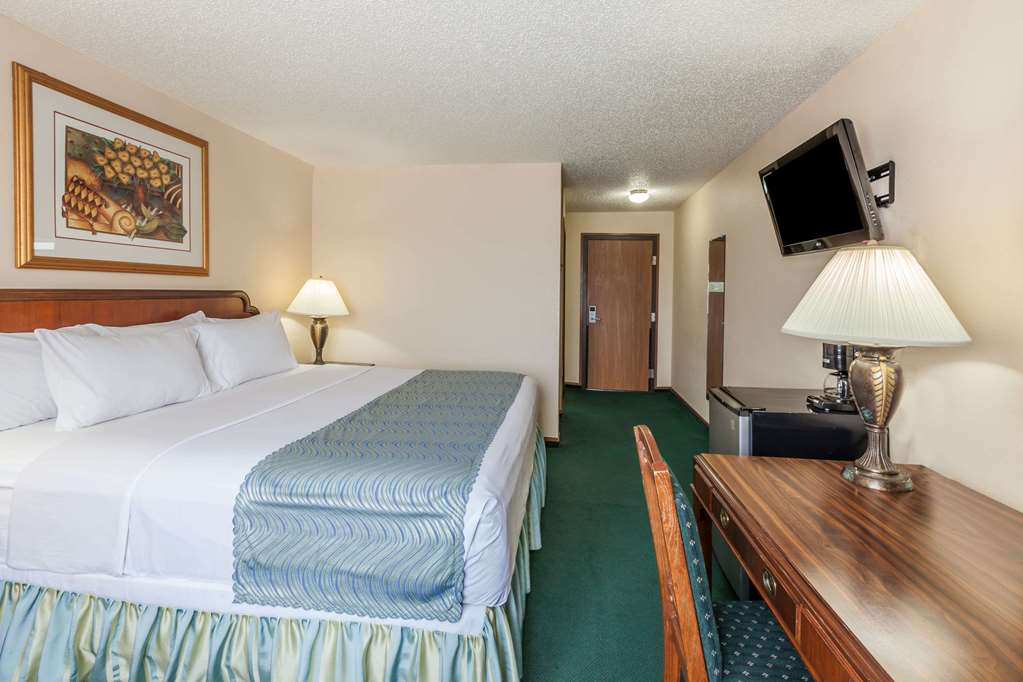 Gallery image of Super 8 by Wyndham Irving DFW Airport South