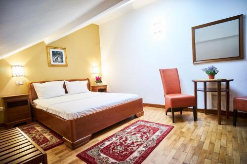 Cozy Attic Room VI
