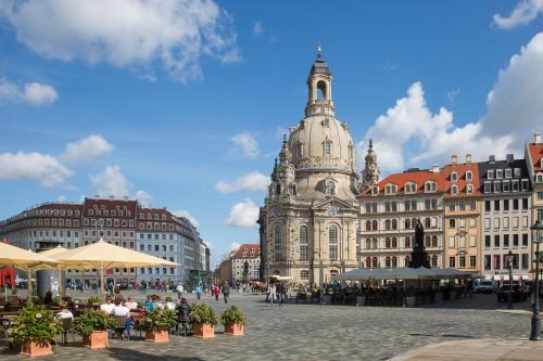 Großes Apartment im Zentrum von Dresden 2 Schlafzimmer 2 Bäder Balkon