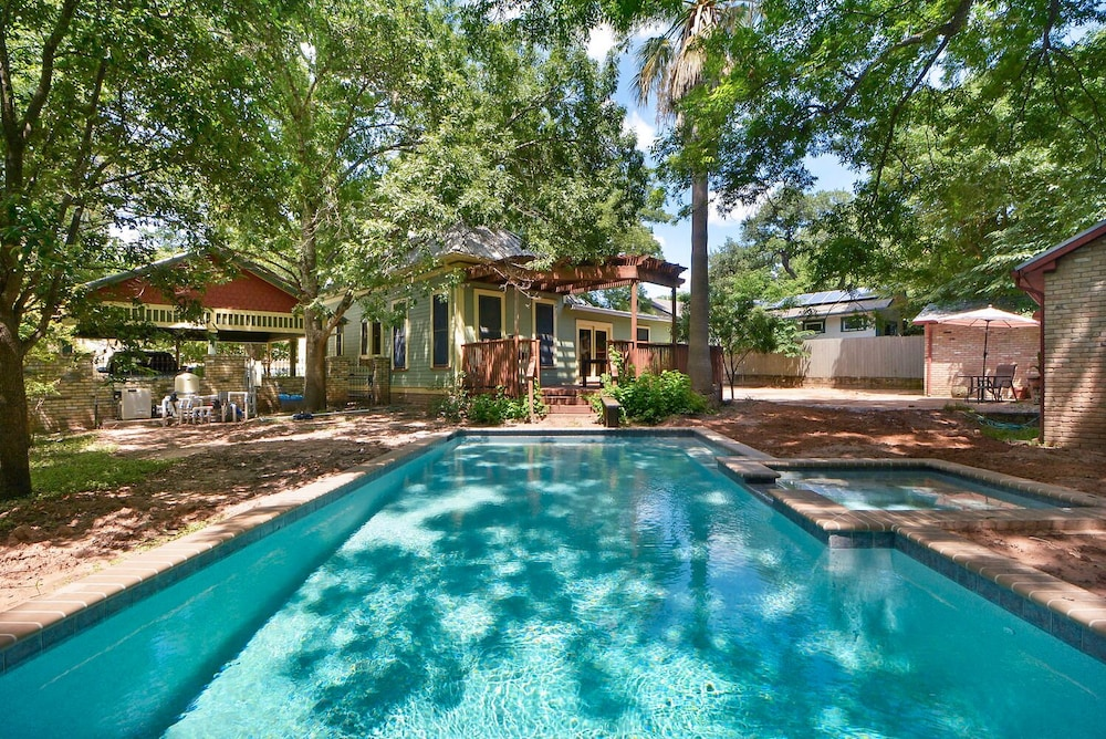 7BR 4BA Unique House and Cottage South Congress Austin by RedAwning