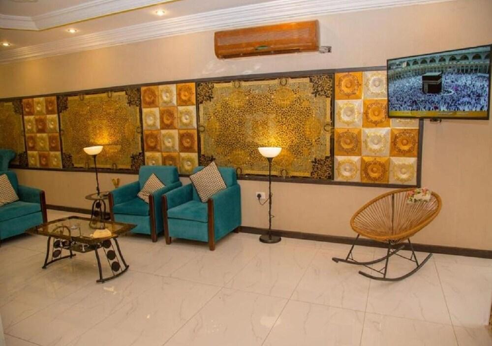 Al Nabarees Palace Apartment