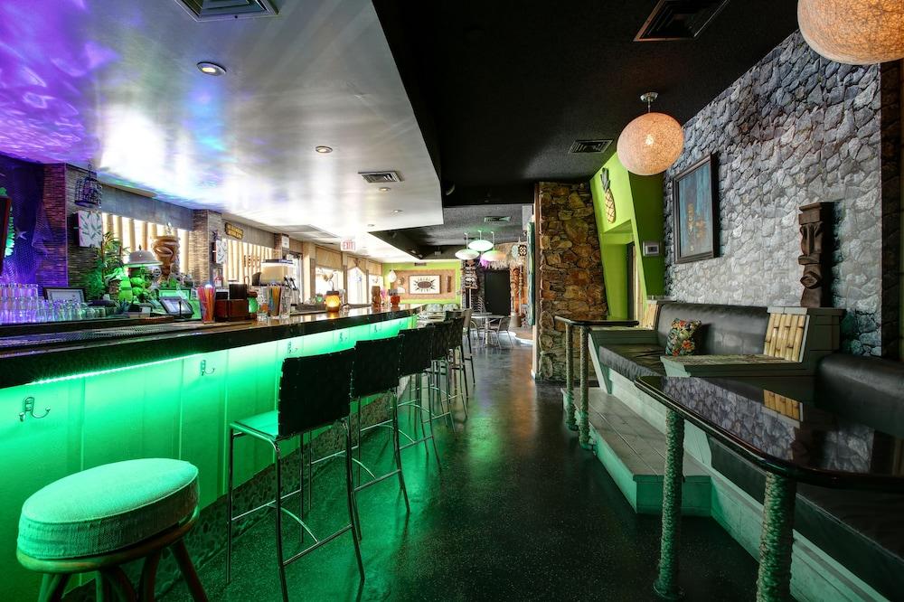 Gallery image of Caliente Tropics Hotel