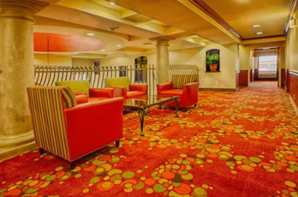 Gallery image of Holiday Inn Express & Suites Tucson