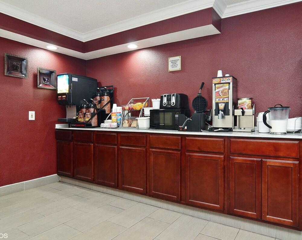 Gallery image of Red Roof Inn Binghamton North