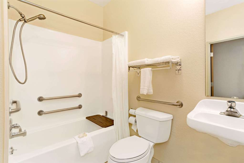 Gallery image of Days Inn & Suites by Wyndham Castle Rock