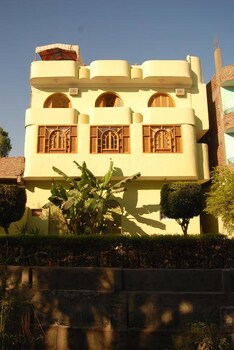 Arabesque Apartments