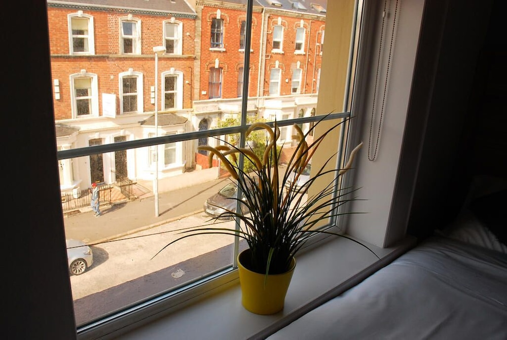 Gallery image of Botanic Rest Queens Quarter