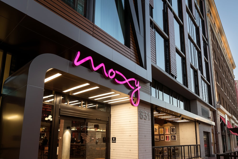 Moxy San Diego Downtown Gaslamp Quarter