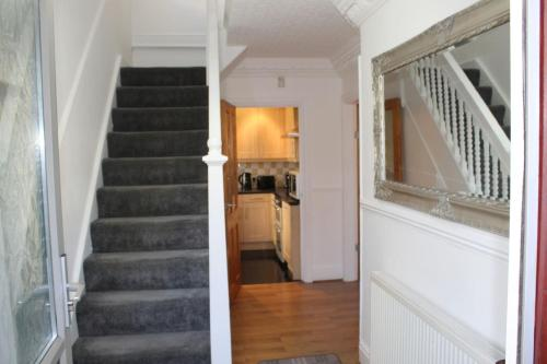 Full Modern House 2 Miles From Leeds City Centre