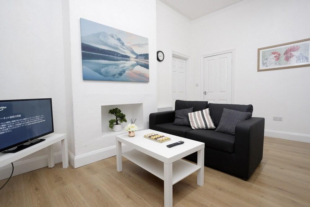 Kirkstall Serviced Apartments Leeds