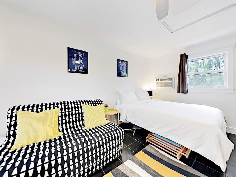 Modern Wilton Manors Studio Studio Bedroom Duplex