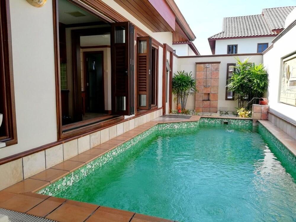 Wonderland Private Pool Villas At Port Dickson
