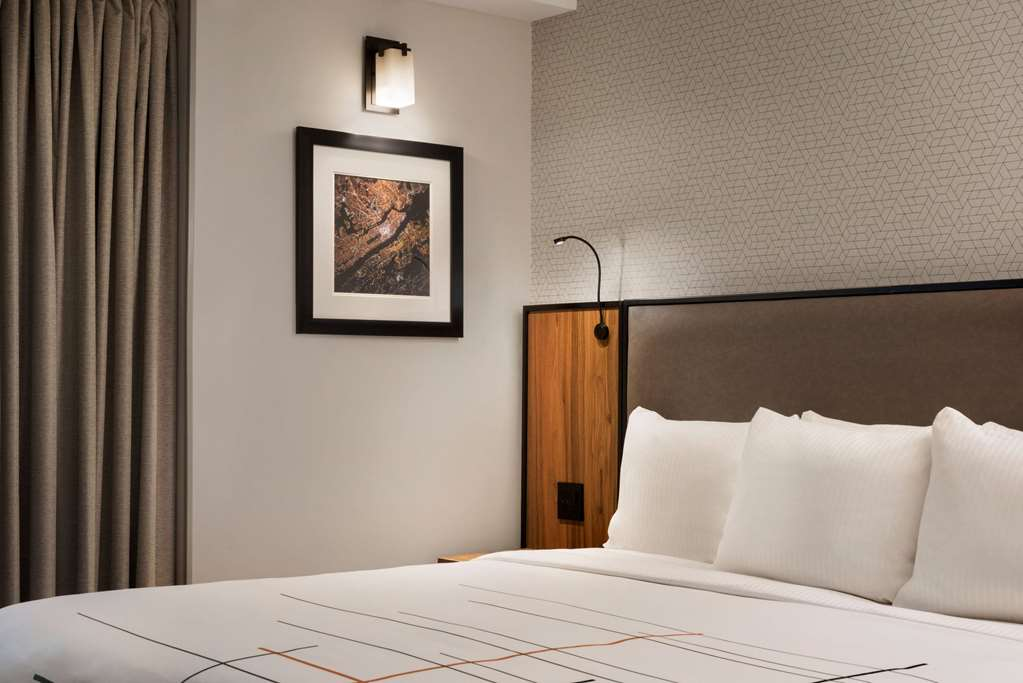 Gallery image of La Quinta Inn & Suites by Wyndham Times Square South