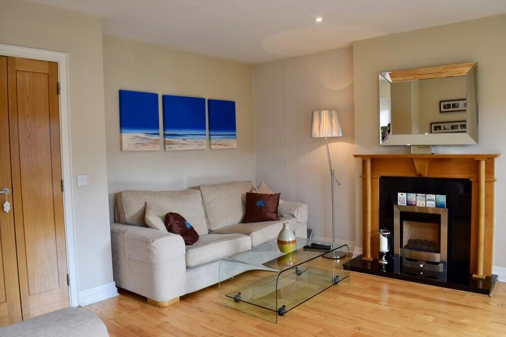 Modern 2 Bedroom Apartment in Clontarf