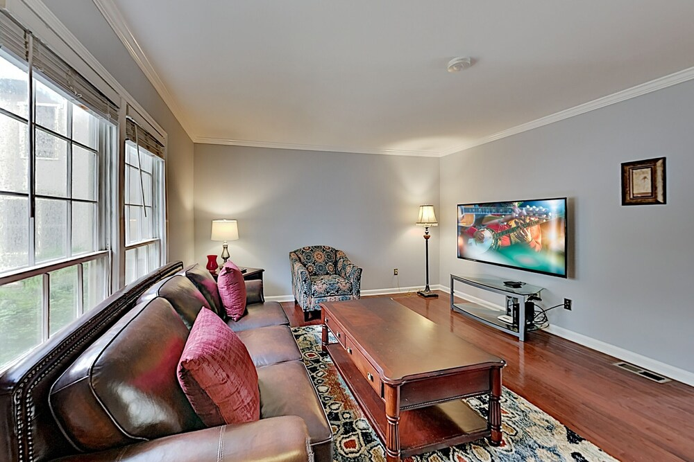 Stylish W Patio Walk To Vanderbilt 2 Bedroom Condo